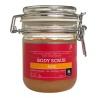 Jemný peeling s himaláyskou solí a vyživujícími oleji dělá z každé koupele malý rituál vonící po tisících růží. Tělový scrub je obohacen o olej z meruňkových jader, brokolice, růžovou vodu a esenciální olej z pelargonie. Pleť je tak hedvábná a voňavá.